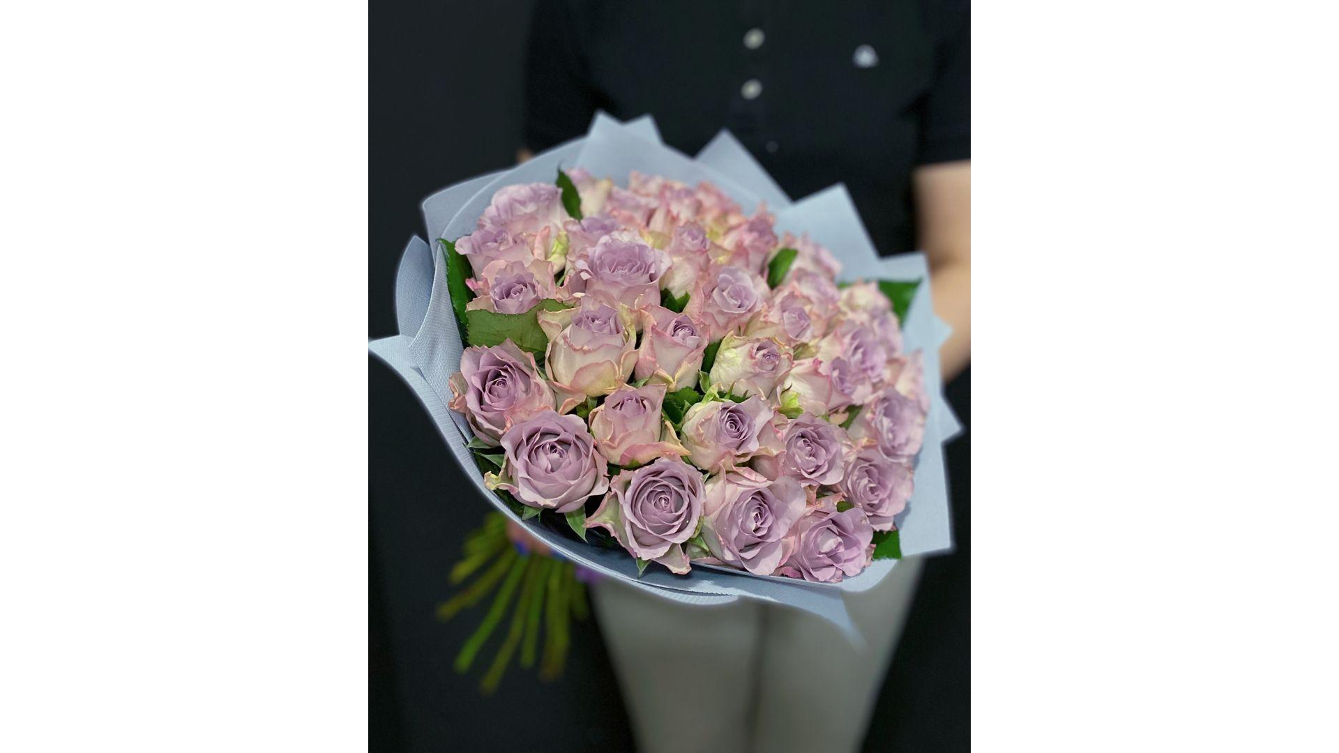 35 роз, с оформлением