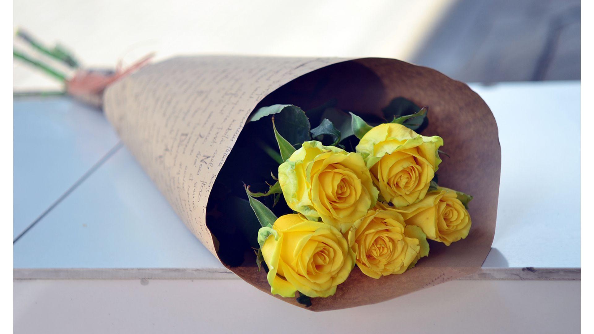 5 роз, Голландия с оформлением