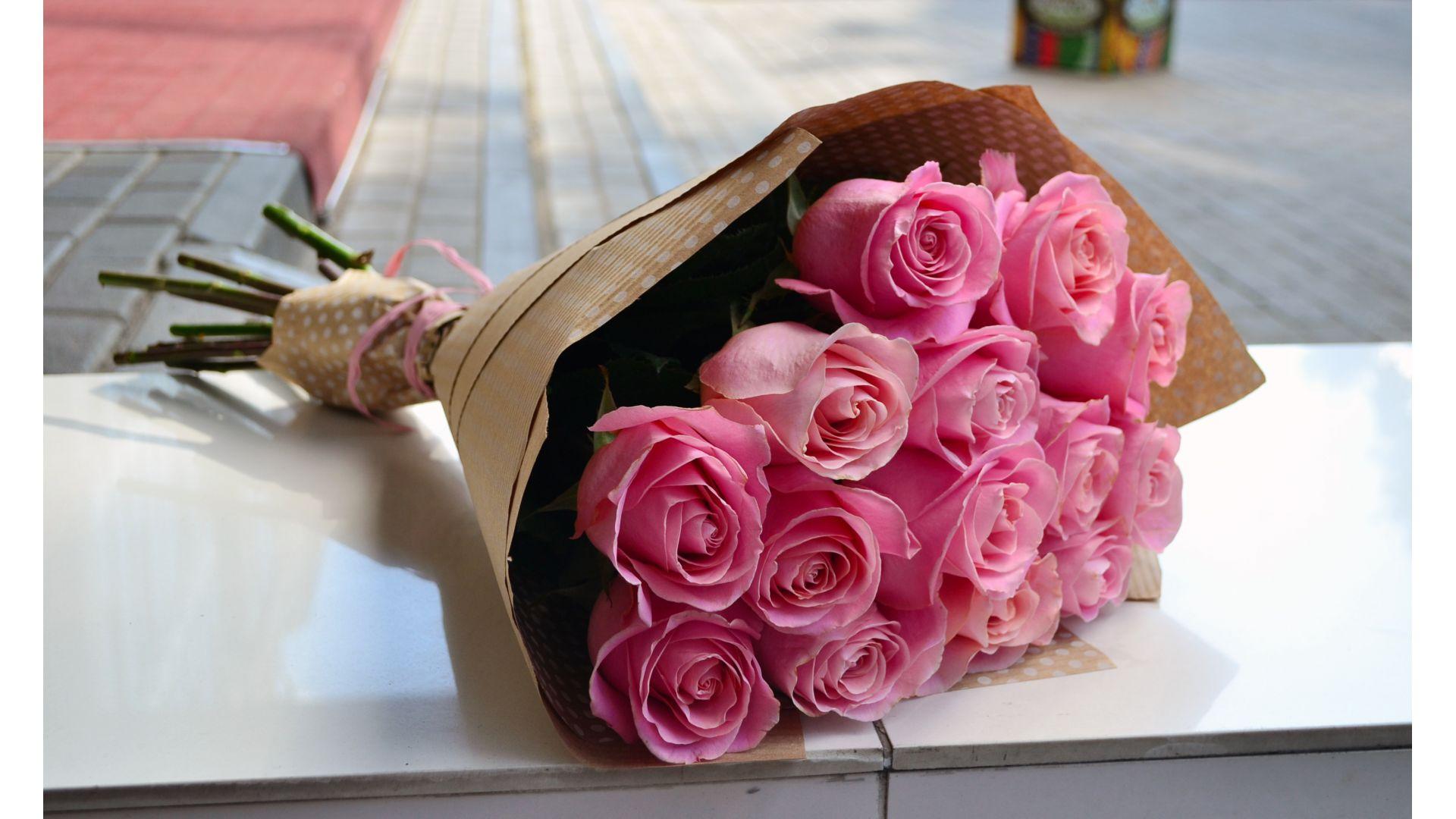 15 роз, Голландия с оформлением